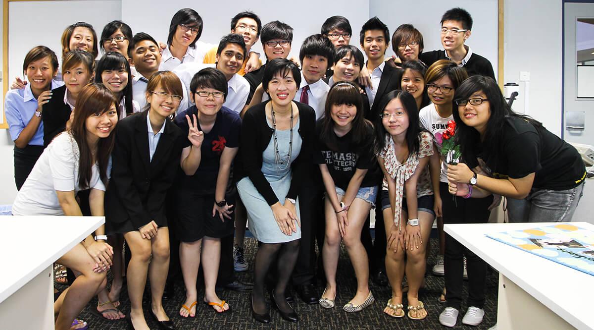Singapore sử dụng tiếng anh là ngôn ngữ chính gọi là - Singlish